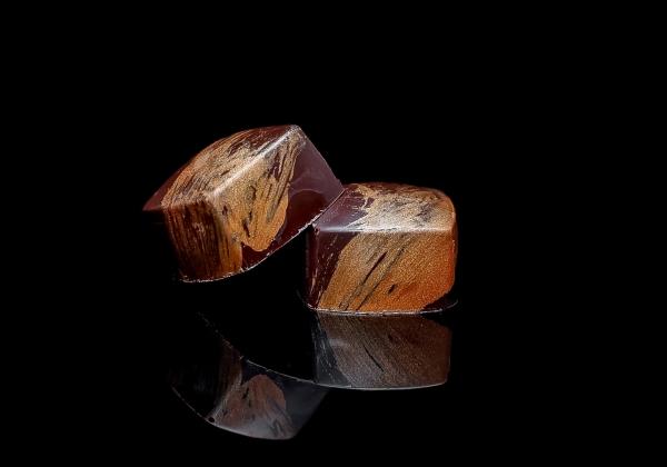 Bonbon hořká čokoláda a kaštanový med