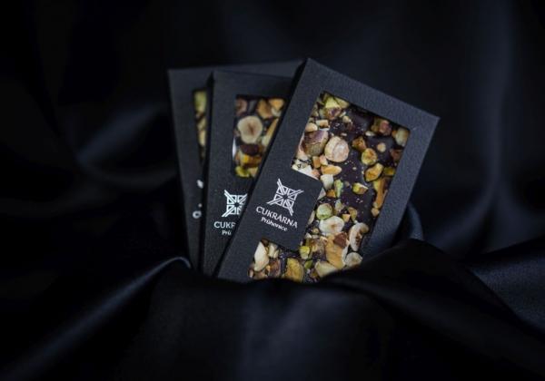 Čokoláda s prémiovými ořechy